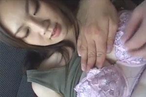巨乳のお姉さんのおっぱいと乳首を様々な方法でいじって遊ぶおっぱいマニアのための動画がこちら