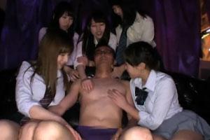 No583|ミニスカ&ルーズ女子校生の痴女サークルjkに囲まれて乳首とか責められてるやつwww