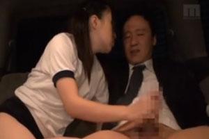 No686|大人しそうなブルマっ娘がおっさんチ○ポを握りしめてチューしならがシコシコして絞り出す手コキ動画