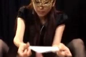 No721|仮面のお姉さんがエッチな手つきで激しくしごいて勢いよく射精させちゃうだーびす動画がこちらwww