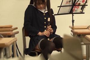 No930|音楽室で一人自習してる女子校生のパンチラとか隠し撮りしてたらオナニーはじめちゃった盗撮動画