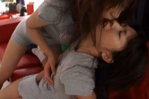 No997|おまんこをいじられながらレズキスされたら受け入れちゃってひたすらいじくりまわされた巨乳娘